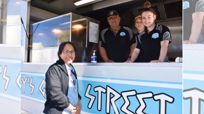 TGH Exclusive: Food truck owner treats South Australia town's frontline workers to Greek lunch