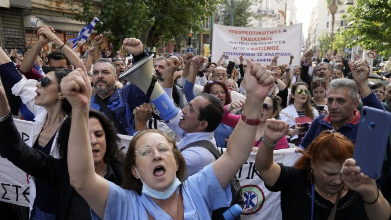 Hospital workers strike in Athens